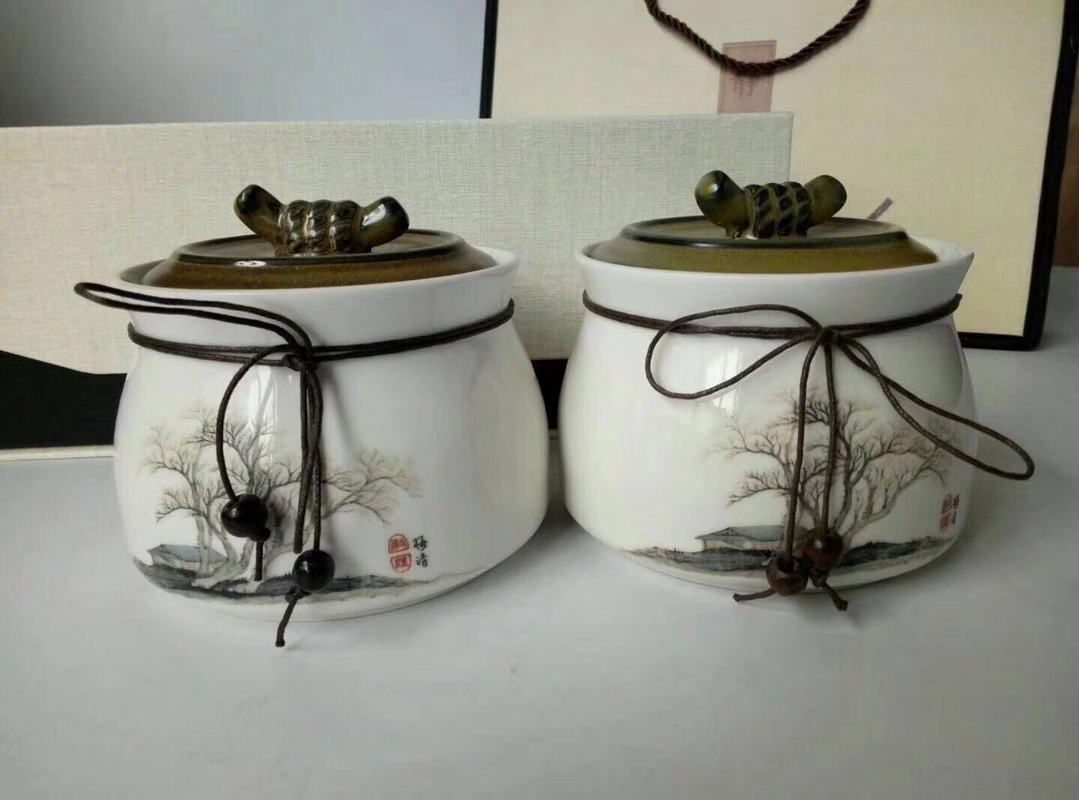 Stock Ceramic Kitchenware , Ceramic Storage Jar With Gift Box Packing